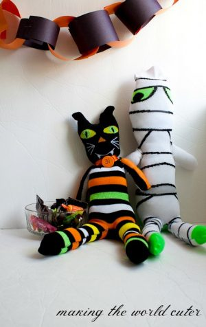 Sock Mummy and Sock Cat Tutorial on Making the World Cuter.