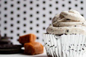 Oreo Madness Cupcakes, Oreos, Caramel and Brownies, oh my! And a delicious oreo frosting on top. Get in my belly!