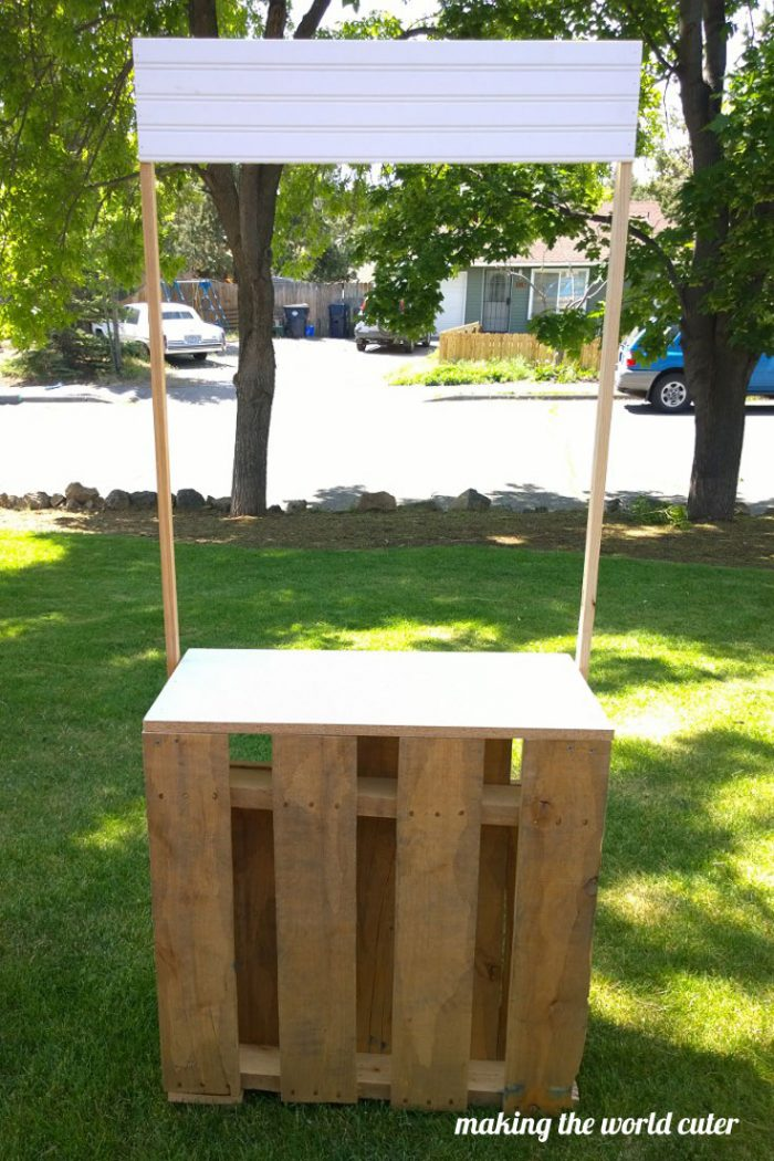 DIY Pallet Lemonade Stand at Making the World Cuter