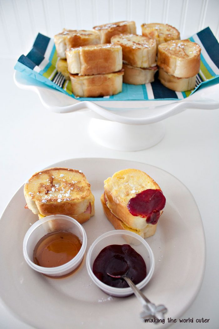 http://makingtheworldcuter.com/wp-content/uploads/2014/11/Yummy-dipping-french-toast-sliders-700x1050.jpg