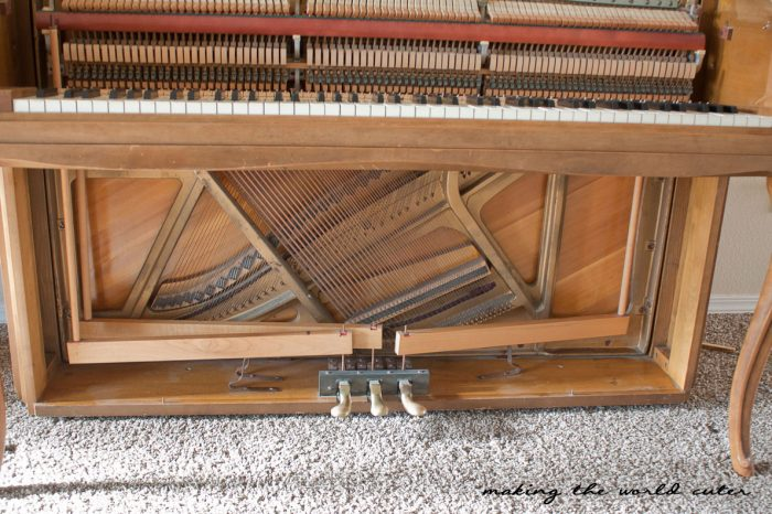 Paint an old piano white with chalk paint! They got this piano for $50 at a thrift store and then painted it using white chalk paint and the results are gorgeous!