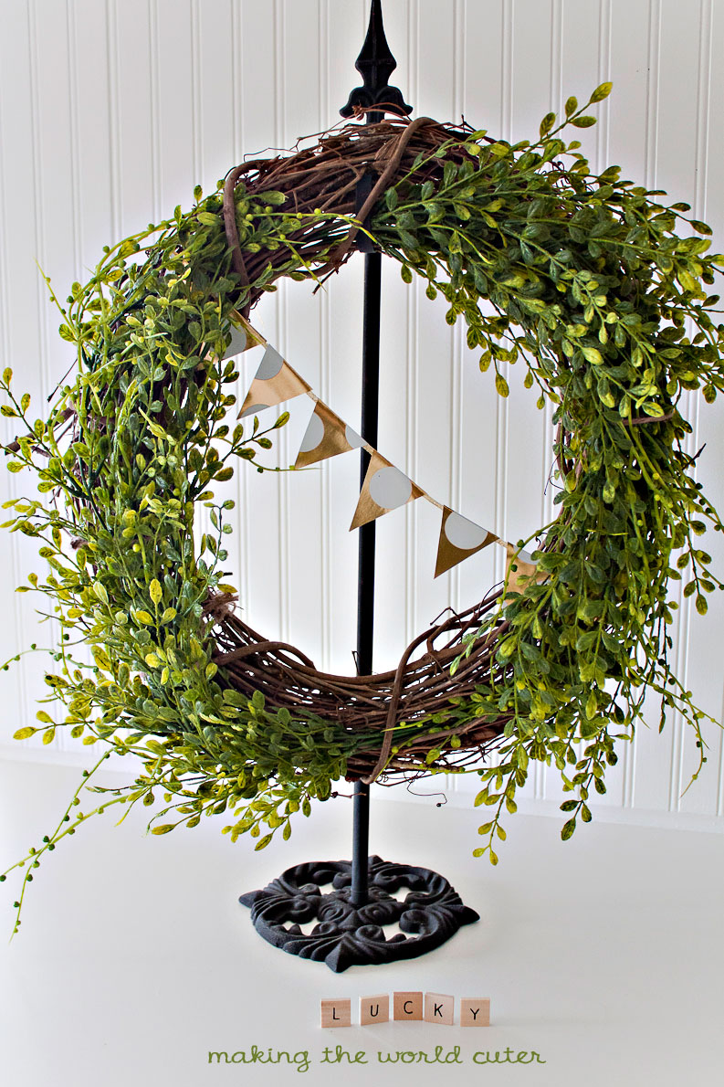 Making the World Cuter. Simple and Pretty Spring Wreath, perfect for St Patricks day without too much fuss.