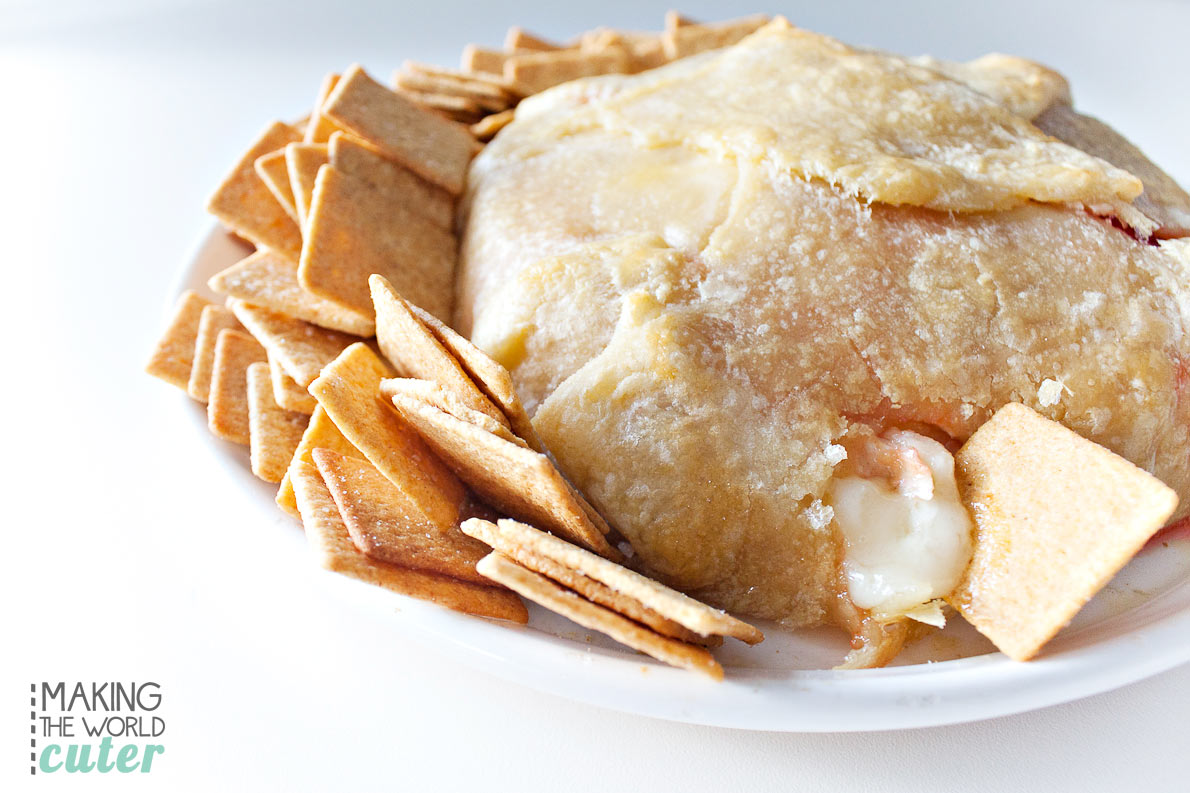 http://makingtheworldcuter.com/wp-content/uploads/2015/12/Baked-Brie-and-Crackers.jpg