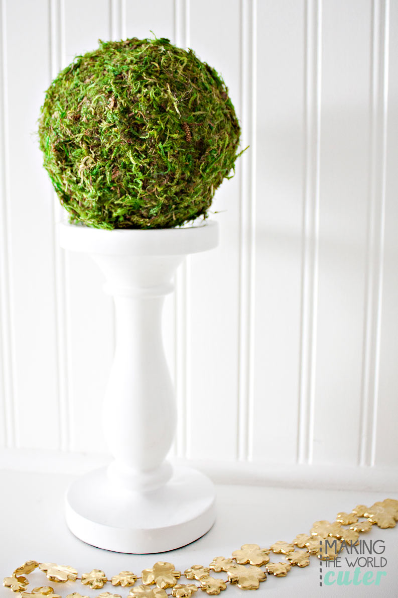 DIY decorative moss ball. Super easy to make yourself!