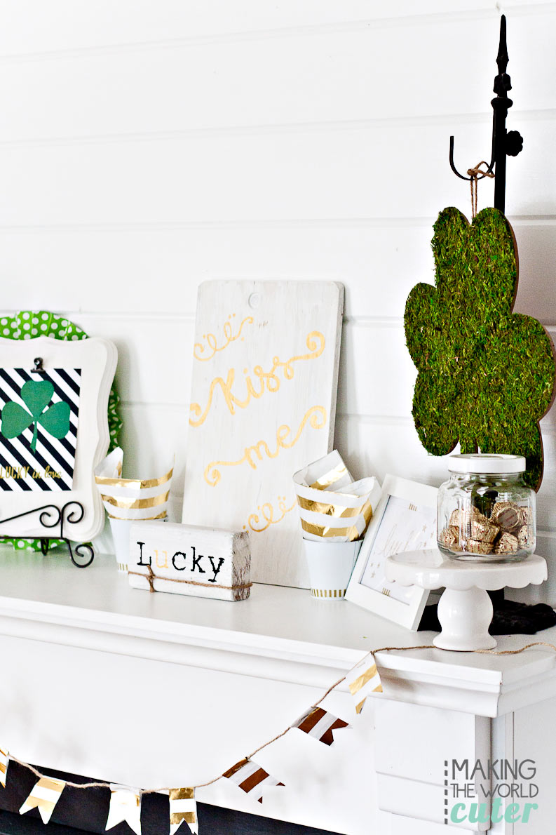 Gold-Black-White-and-Greeen-St-Patrick's-Mantel-Decor