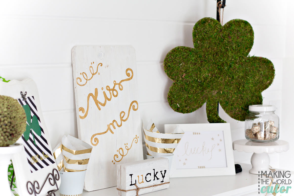 Kiss-Me-St-Patrick's-Mantel-Decor