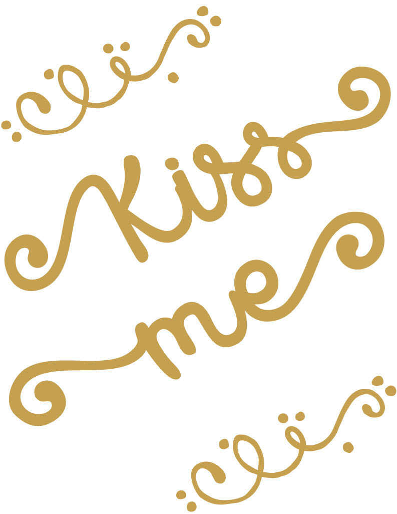 Kiss Me Free St. Patrick's Day Printable or could also be used for Valentine's Day. Love the gold!