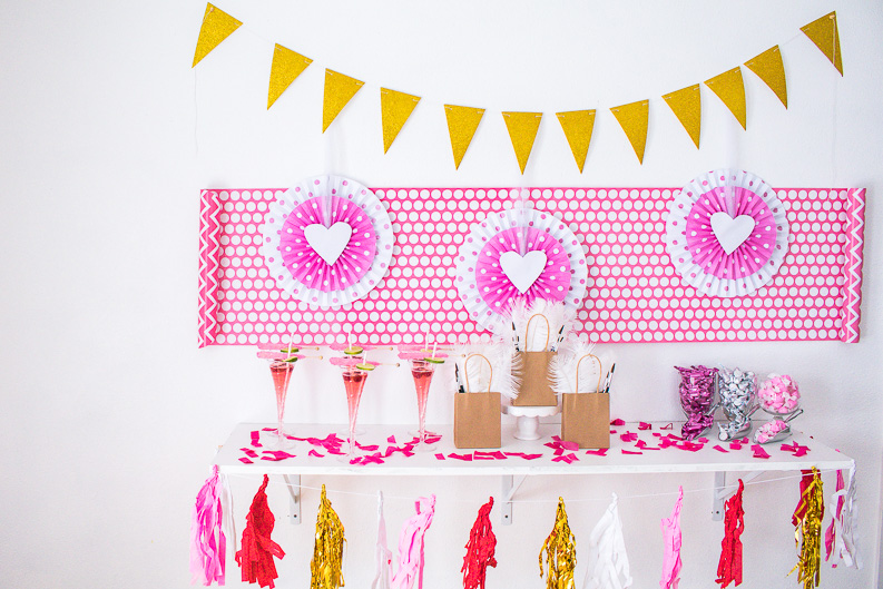 How to throw an EPIC Galentine Sip and Paint Party! SO many cute details and such a fun day for a girls party!
