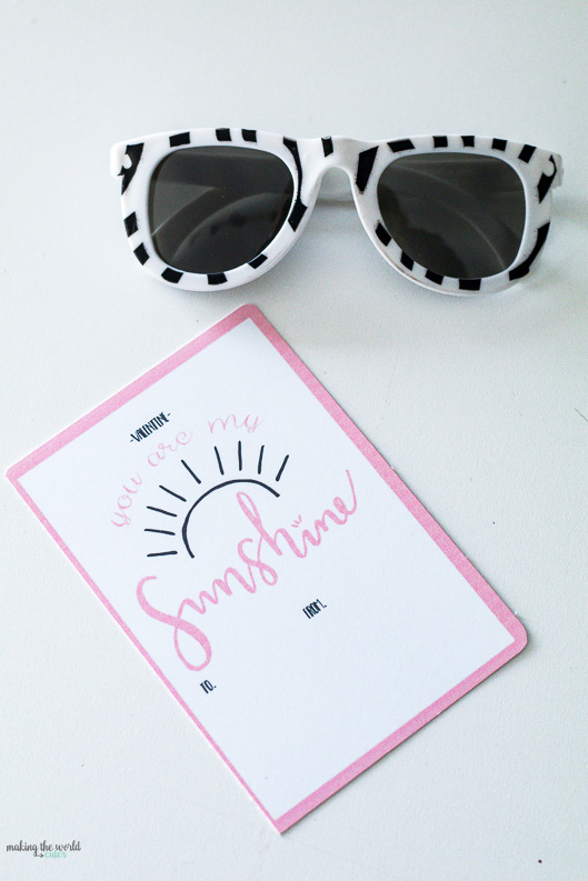 4 Free Sunglasses Valentine Printables for kids. Perfect for preschoolers, kindergarteners and anyone who would like this retro California fun look!