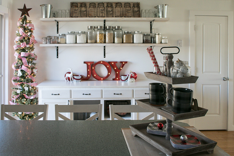 Christmas Home Tours-White Christmas and farmhouse style, simple and beautiful.