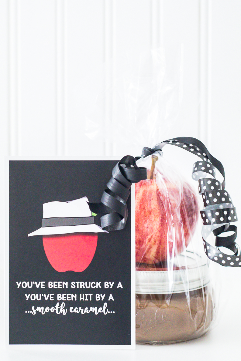 Homemade caramel sauce for apples with cute punny printable for a perfect gift idea