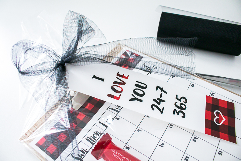 Wrapping a calendar gift with love you 365 free printable gift tag