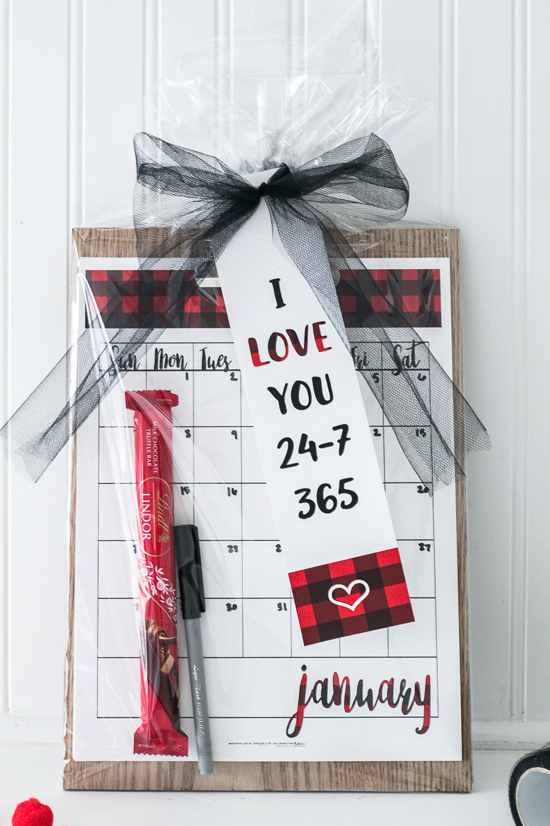I love you 365 gift tag, perfect to go with a a calendar, planner or watch.